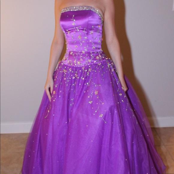 Tiffany Designs Dresses & Skirts - Formal